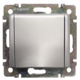 Розетка с крышкой с заземлением Legrand Valena 770122 алюминий